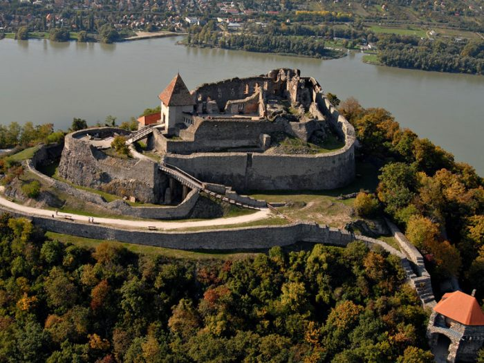 Крепость Вышеград рядом с рекой Влтавой