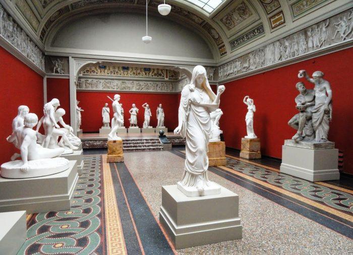 Зал античной скульптуры Новой глиптотеки Карлсберга (Ny Carlsberg Glyptotek) в Копенгагене