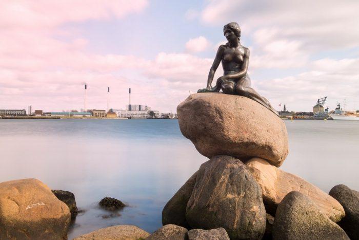 Статуя Русалочки на набережной Копенгагена