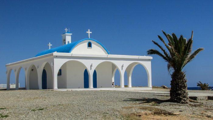 Белая церковь Айя-Фёкла в Айя-Напе