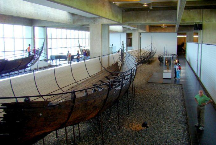 Экспозиция музея «Линнхольм-Хойе» (Lindholm Hoje Museum) возле Ольборга