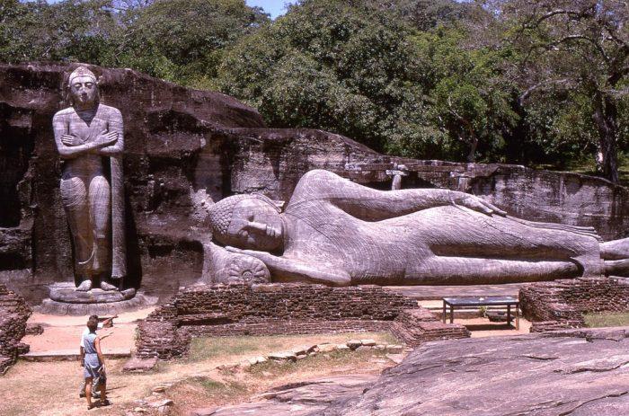 Храм Гал Вихара в Полоннаруве