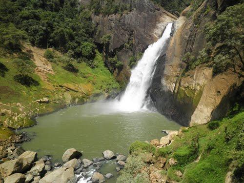 Водопад Дунхинда на Шри-Ланке