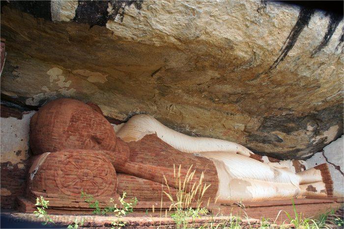 Статуя Будды в храме Пидурангала на Шри-Ланке