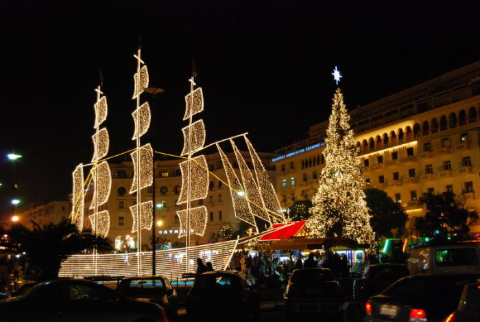 Новогодний корабль в Греции
