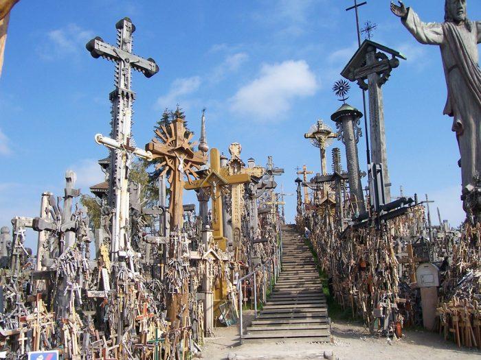 Гора крестов в Литве