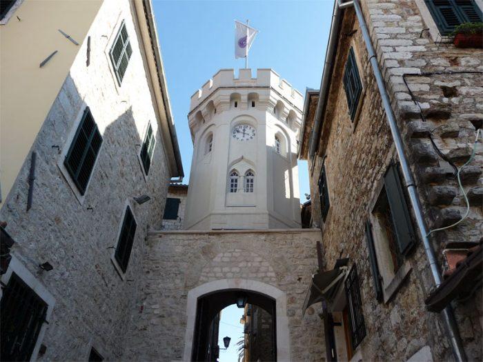 Часовая башня Сахат-Кула