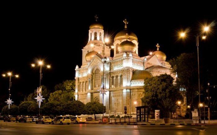 Собор Успения Пресвятой Богородицы в Софии ночью