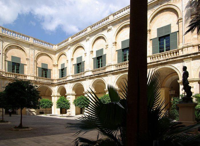 Внутренний дворик Дворца Великого Магистра
