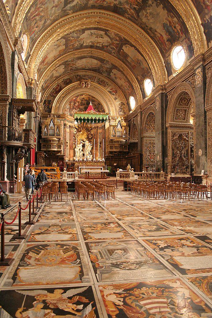 Главный алтарь и интерьеры собора