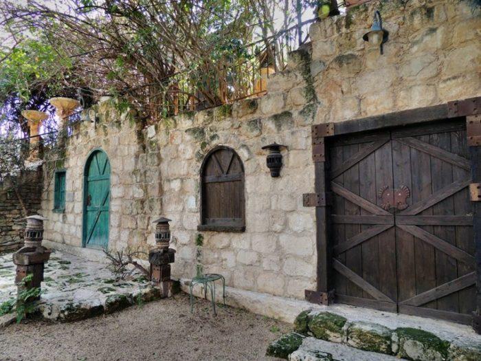 Старинный дом в деревне Джулис