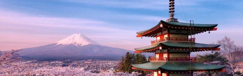 Пагода храма Сенсо-дзи и гора Фудзияма