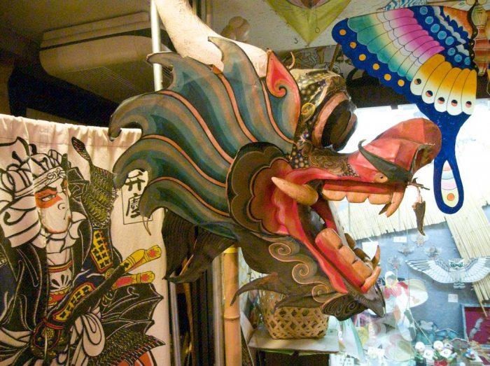Экспонаты Музея воздушных змеев в Токио