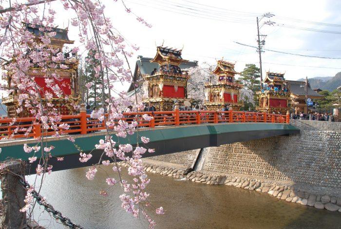 Фестиваль весны в Хида Такаяма