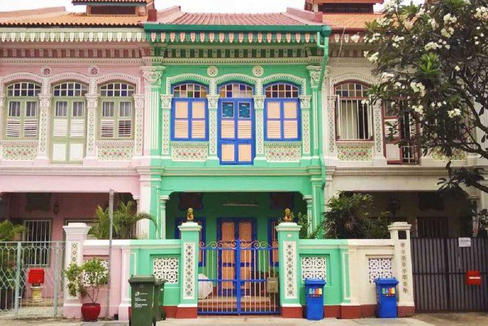 Разноцветные дома в квартале Катонг