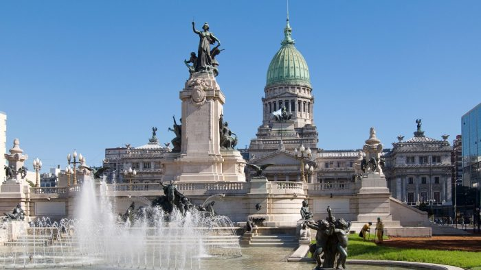 Здание Конгресса и фонтан