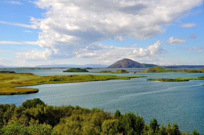 Озеро Миватн на севере Исландии