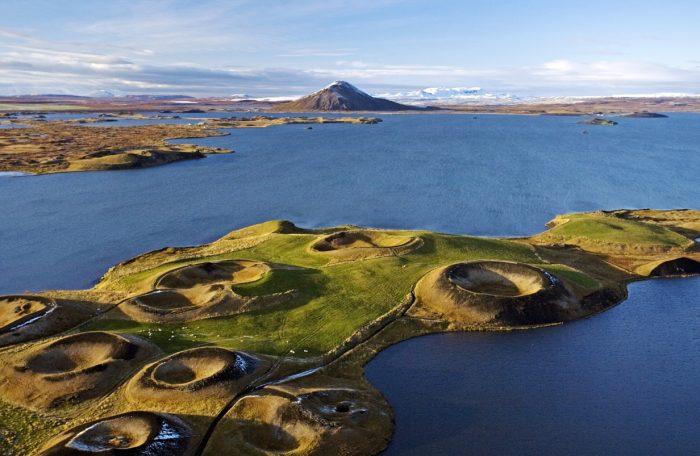Скутустадур — псевдократеры на берегу озера Миватн в Исландии