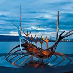 Металлическая скульптура «Солнечный странник» в Рейкьявике