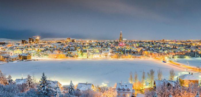 Ночные огни зимнего Рейкьявика