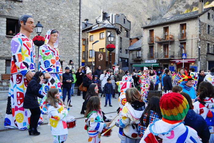 Карнавальное шествие на празднике Девы Марии Меричельской в Андорре