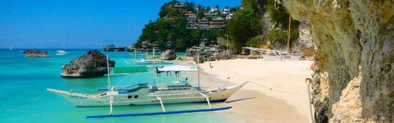Яхты в бухте на острове Боракай, Филиппины