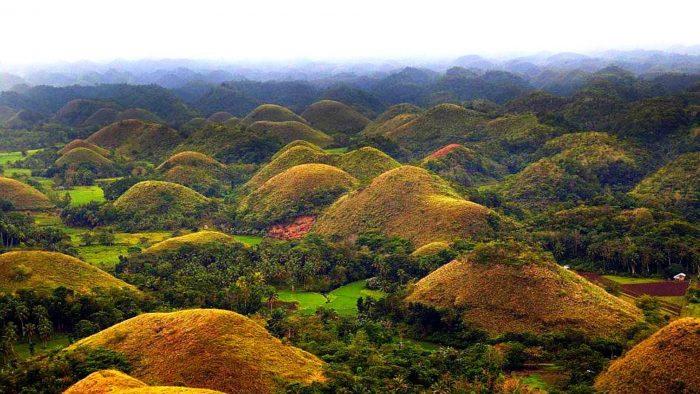 Шоколадные холмы Филиппин с высоты птичьего полёта