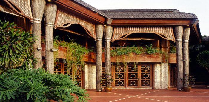 Внутренний дворик Кокосового дворца в Маниле