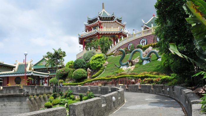 Каменная дорога к даосскому храму в г. Себу, Филиппины