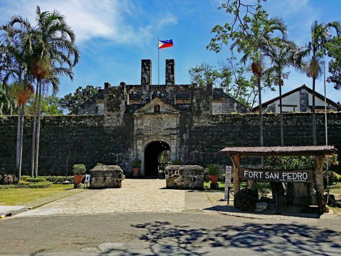 Вход в форт Сан-Педро в г. Себу, Филиппины