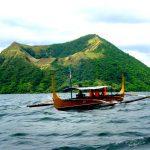 Лодка на озере около вулкана Тааль, Филиппины