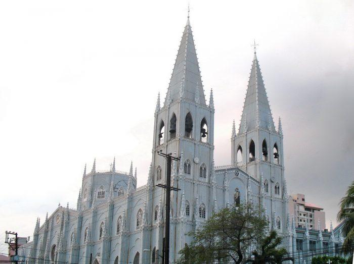 Здание Базилики Сан-Себастиан в Маниле