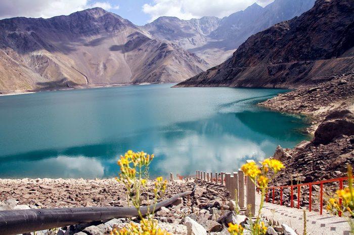 Озеро, окружённое горами