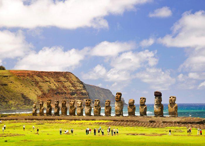Каменные идолы «моаи» на острове Пасхи
