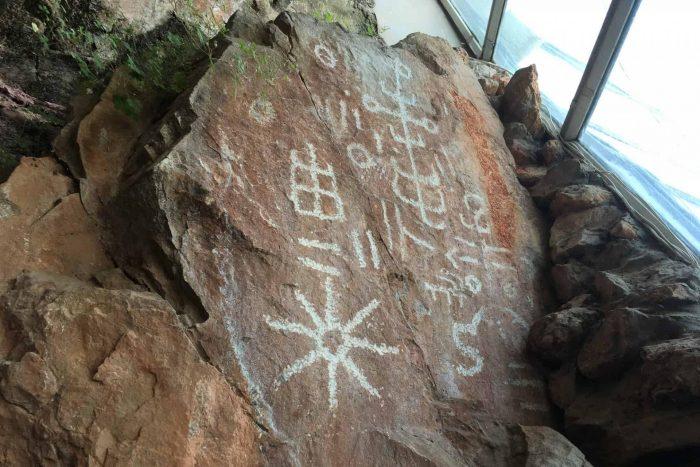 Петроглифы горы Сулайман-Тоо