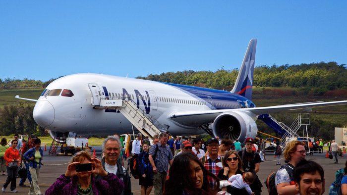 Пассажиры самолёта компании LAN прибыли на остров Пасхи
