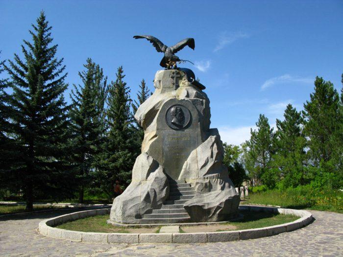 Памятник Пржевальскому в Караколе