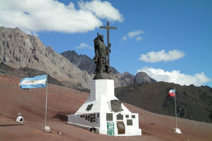 Статуя Христа в Андах