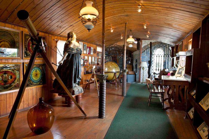 Экспонаты и личные вещи в доме Неруды