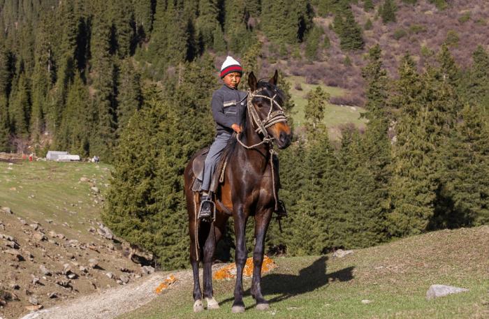 Киргизский мальчик на лошади