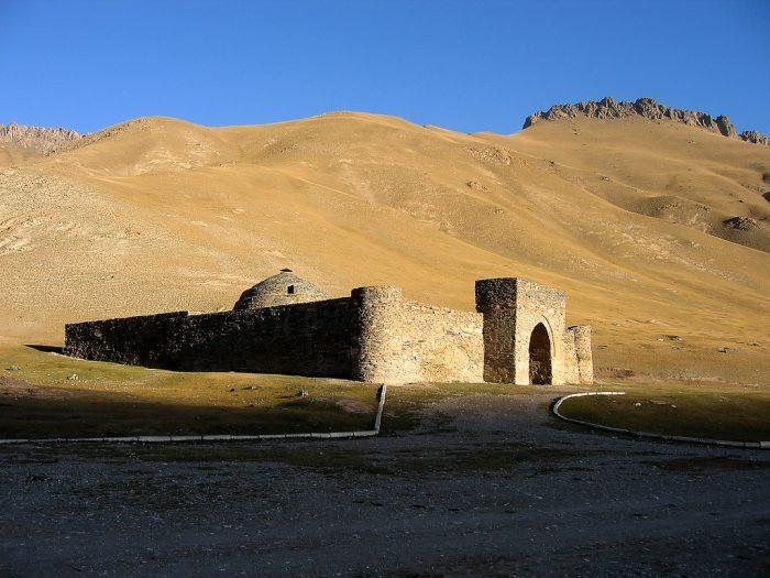 Таш-Рабат в Кыргызстане
