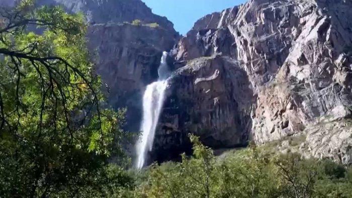 Белогорский водопад в Кыргызстане