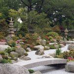 Валуны в саду