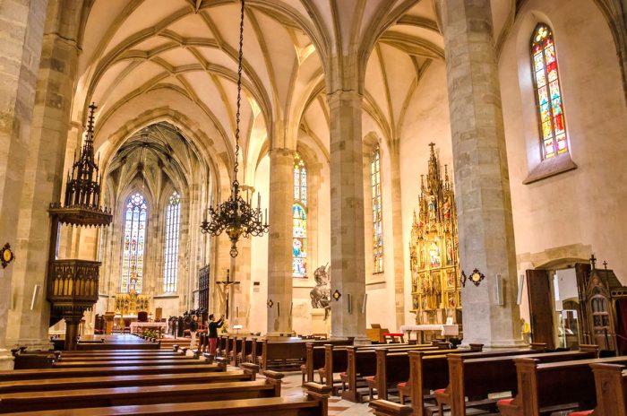 Интерьер собора Святого Мартина в Братиславе