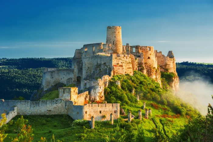 Средневековая крепость-замок в городке Спишское Подградье