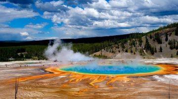 10 самых опасных водоемов мира, которые притягивают туристов, как магнит