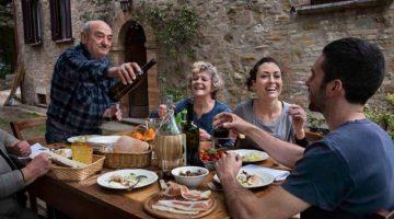 10 ошибок, которые совершают в иностранных ресторанах русские туристы