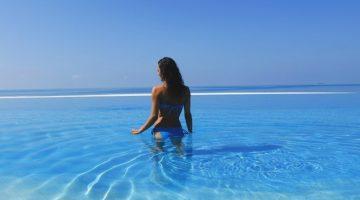 8 стран, где можно купаться в море на Крещение