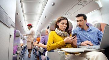 10 грязных вещей в самолете, которые не стоит часто трогать руками