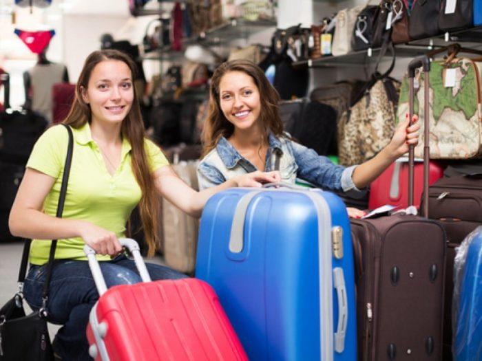 Покупать чемодан